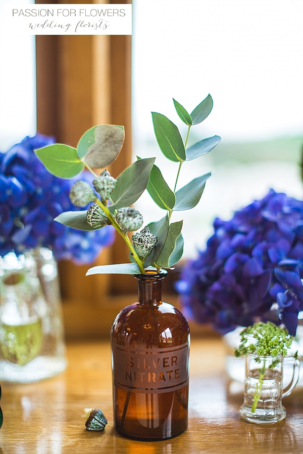 kingscote barn blue wedding flowers