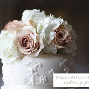 vintage roses cake flowers wedding flowers