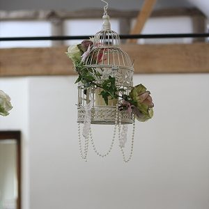 wethele manor hanging wedding flowers