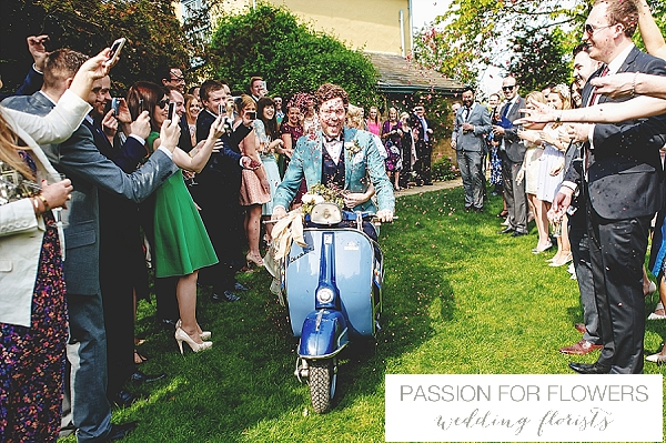 wedding-confetti-on-vespa
