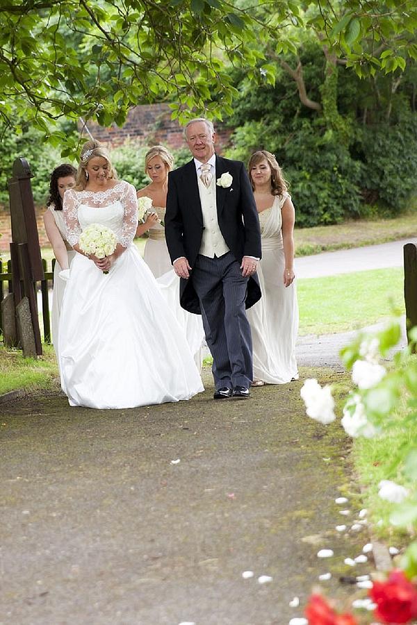 cream rose bouquet for bride