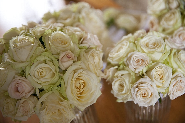 cream rose bouquets wedding