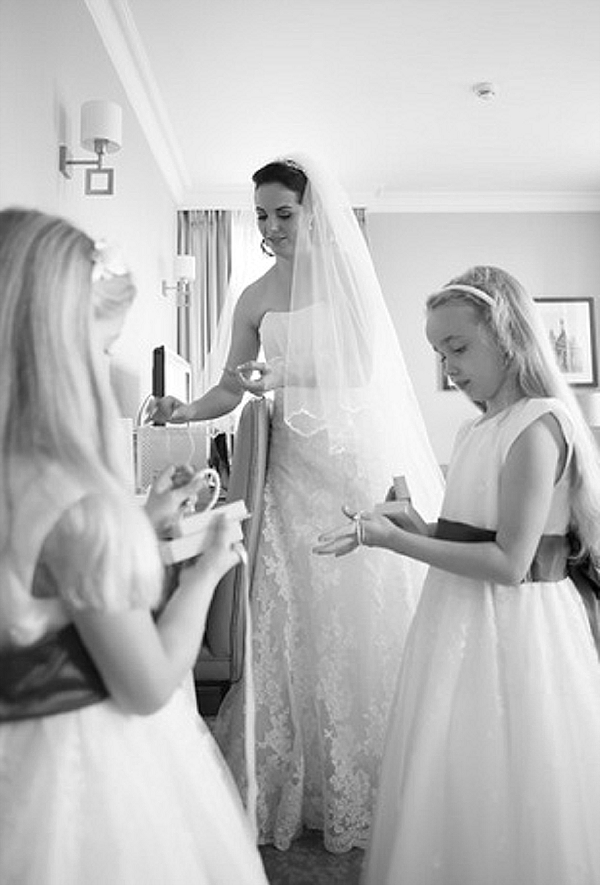 mallory court wedding bride getting ready