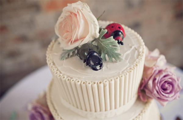 wedding cake flowers blush pink sweet avalanche rose shustoke farm barns summer wedding florist passion for flowers