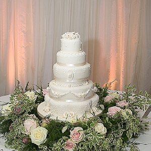 wedding cake flowers vintage glamour
