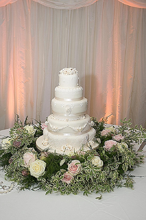 wedding cake flowers vintage glamour
