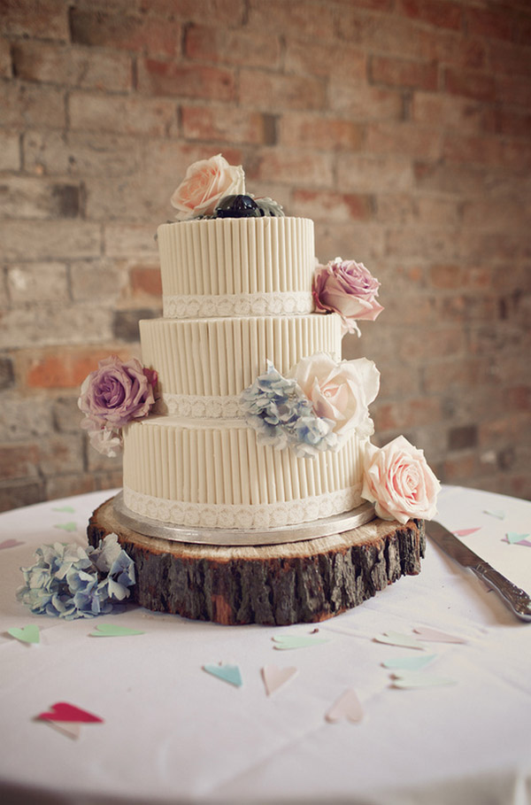 wedding cake on tree slice shustoke farm barns summer wedding florist passion for flowers (8)