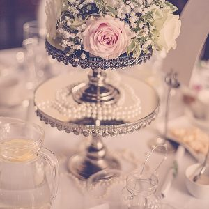 wroxall abbey wedding flowers centrepiece vintage glamour layered cake stands
