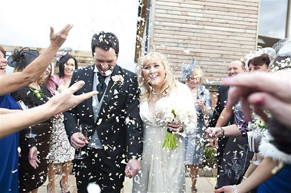 winter christmas wedding-flowers-confetti-throwing