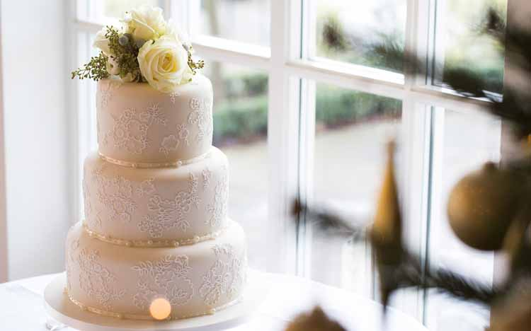 simple wedding cake flowers avalanche roses