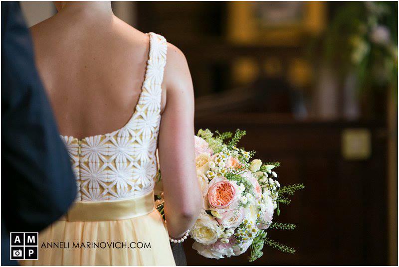lemon-yellow-bridesmaid-peach-wedding-bouquets