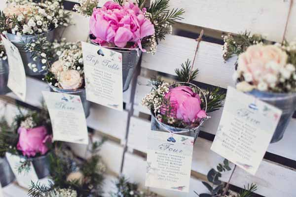 wedding table plan flowers in buckets on wooden pallet (1)