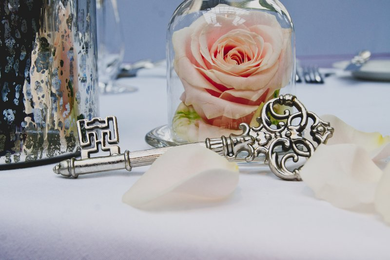 mini-cloche-with-rose-and-key-wedding-centrepieces