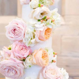 Peach Bluch pink roses wedding cake flowers full cake decoration Hampton Manor Wedding Flowers Passion for Flowers (1)