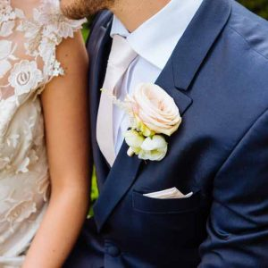 Cream-rose-button-hole-for-grooms-navy-jacket