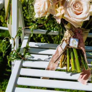 Passion-for-Flowers-free-form-natural-wedding-bouquet-tied-with-silk-ribbon-and-small-locket-peach-and-cream-roses-with-foliage