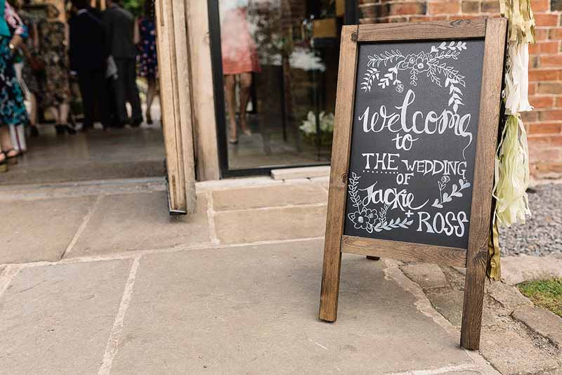 Chalkboard-welcome-signs-for-weddings