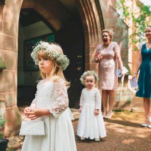 flower-girls-flower-crowns-gypsophila-babys-breath-2