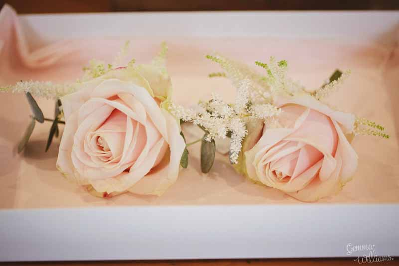 Blush-pink-ladies-corsages-by-@kmorganflowers