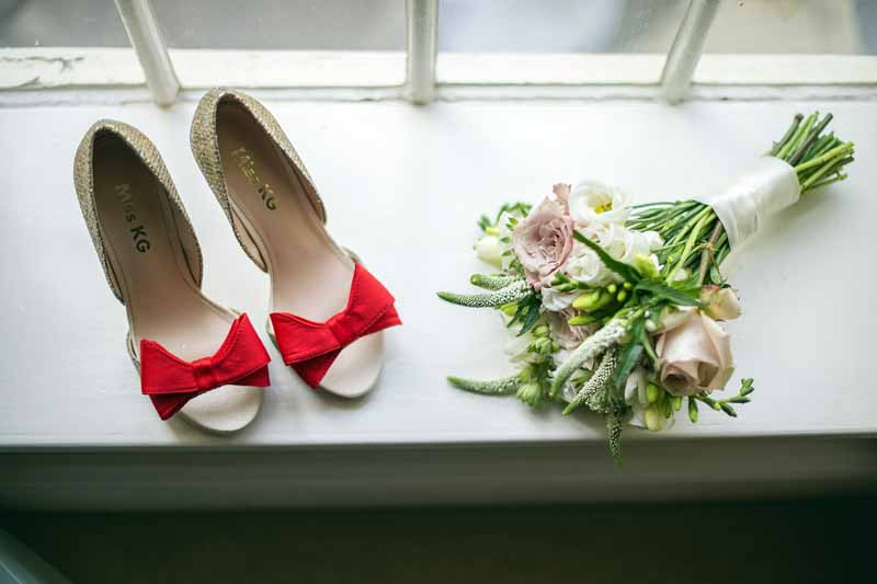 bridesmaids-posy-with-red-shoes