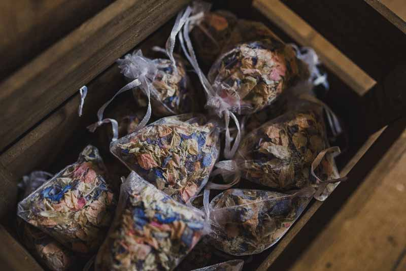 confetti-petals-in-small-bags-ready-to-hand-to-guests