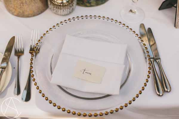 elegant-gold-wedding-place-settings