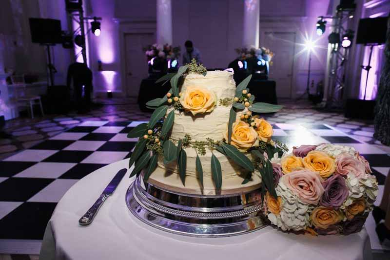 foliage-and-roses-wedding-cake-flowers-2