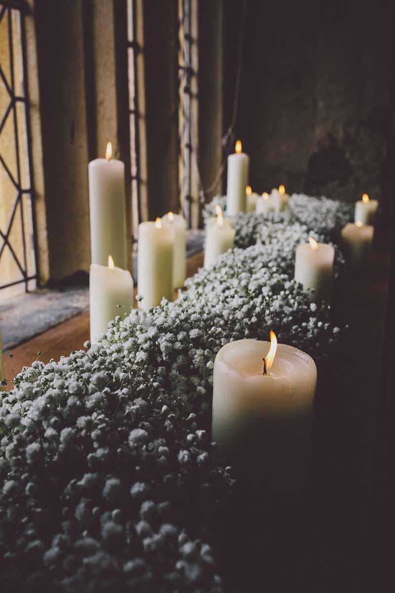 gypsophila-garland-with-candles-wedding