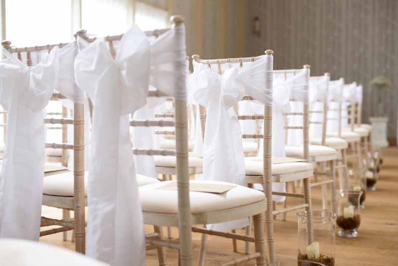 hampton-manor-wedding-ceremony-hurricane-lanterns-down-the-aisle