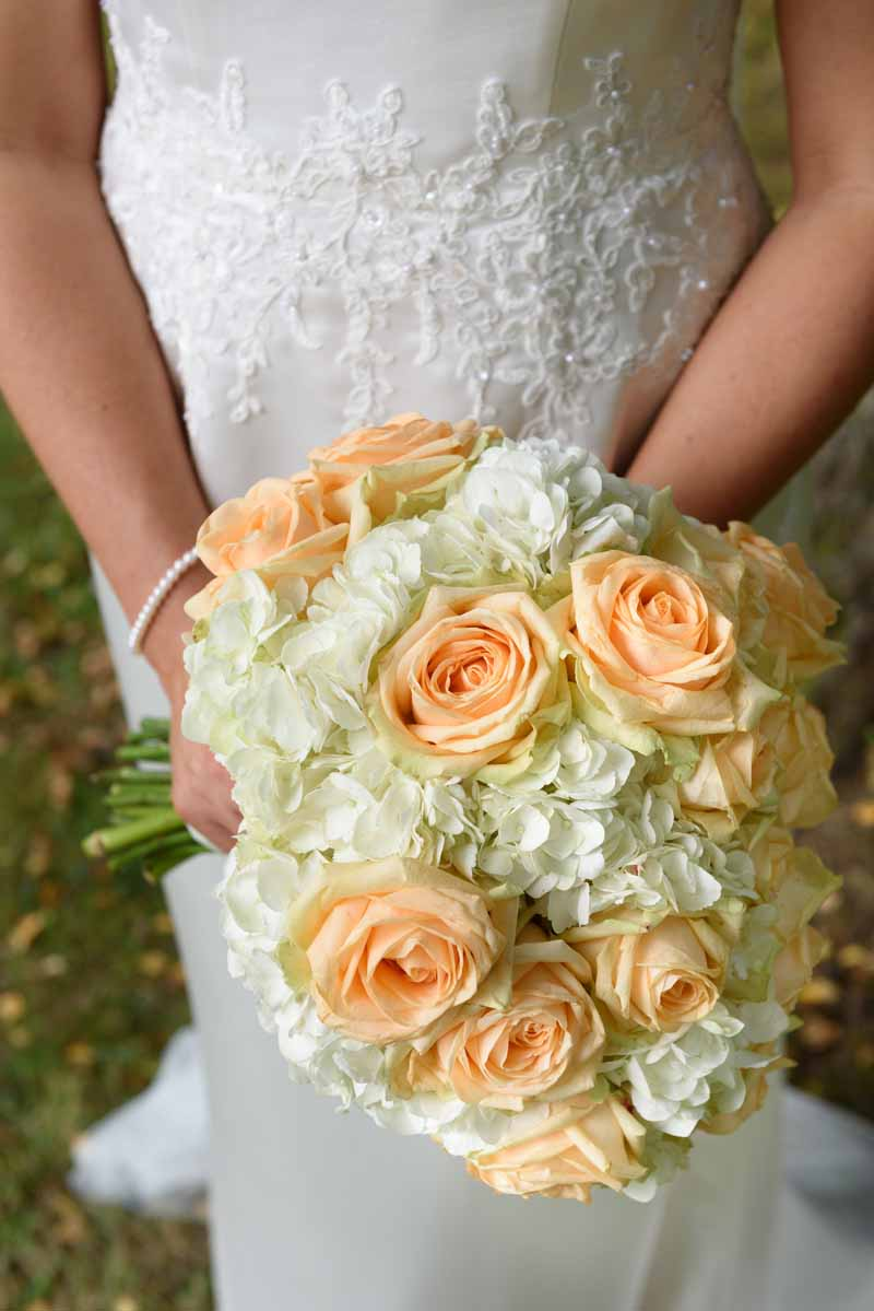peach-avalanche-roses-and-hydrangea-bouquets-for-bride