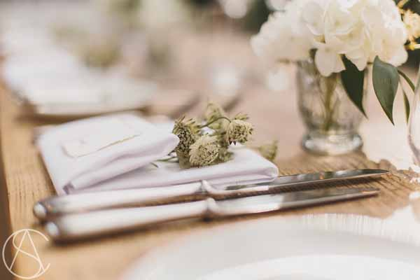 place-settings-natural-astrantia-hydrangeas-calligraphy-hampton-manor-wedding-florist-passion-for-flowers-30