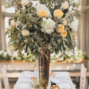 tall-vase-cetrepieces-peach-roses-white-hydrangeas-wedding-florist-passion-for-flowers-35