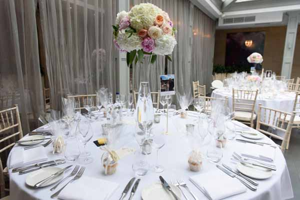 tall-glass-vase-wedding-centrepieces-hydrangeas-pink-peach-roses-hampton-manor-2