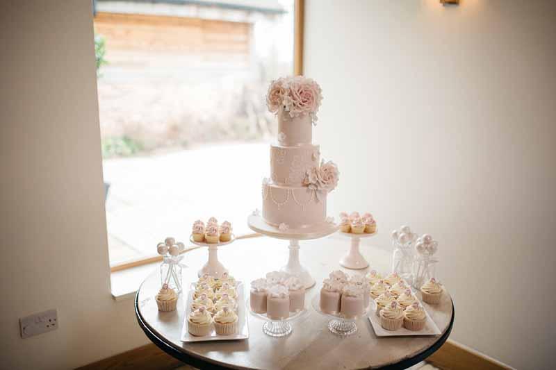 vintage-style-wedding-cake-table-dessert-table