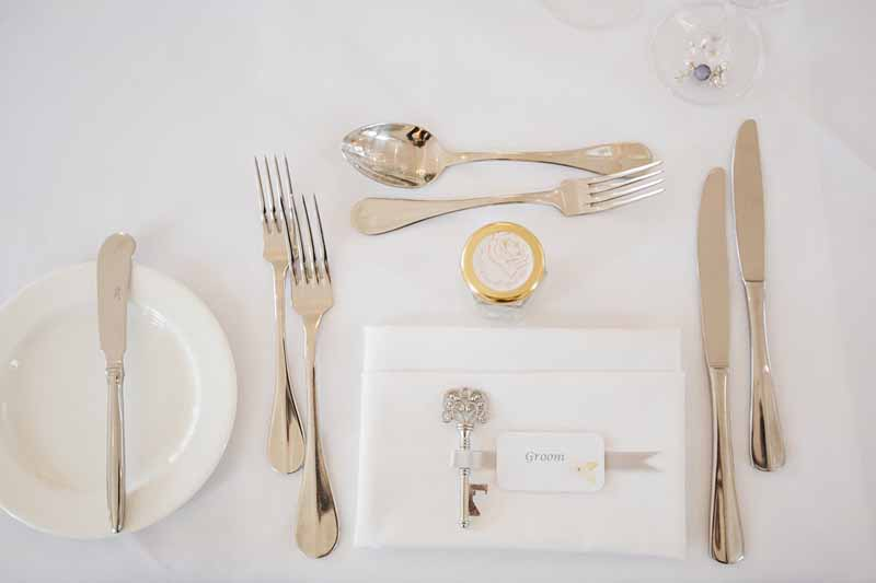 wedding-place-setting-with-key