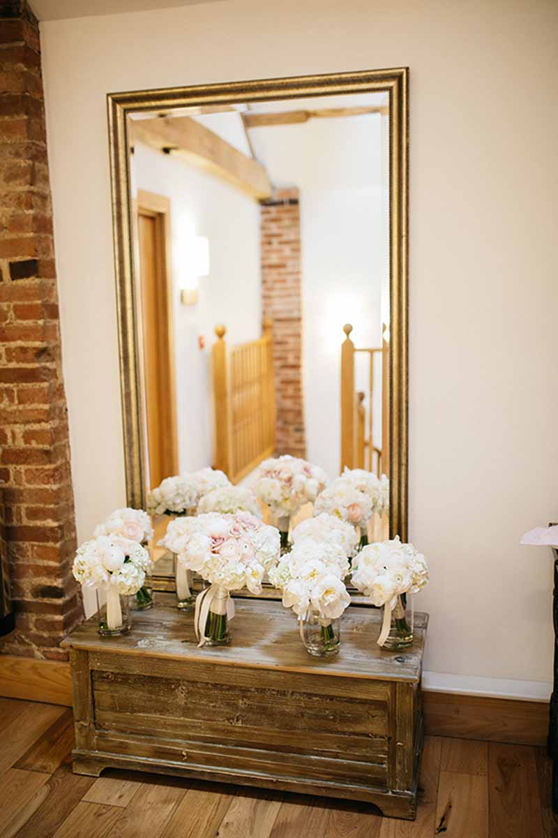 white-hydrangeas-and-roses-bouquets-with-trailing-ribbons-by-passion-for-flowers-2