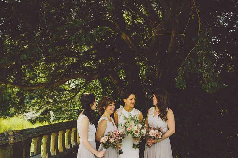 relaxed-style-bouquets-dusky-pink-roses-sudeley-castle-wedding-florist-passion-for-flowers-1