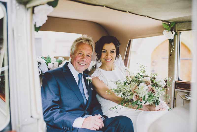 relaxed-style-bouquets-dusky-pink-roses-sudeley-castle-wedding-florist-passion-for-flowers-2