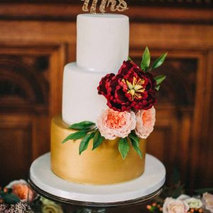 autumn-wedding-cake-ideas-gold-cake-with-peach-and-burgundy-florals