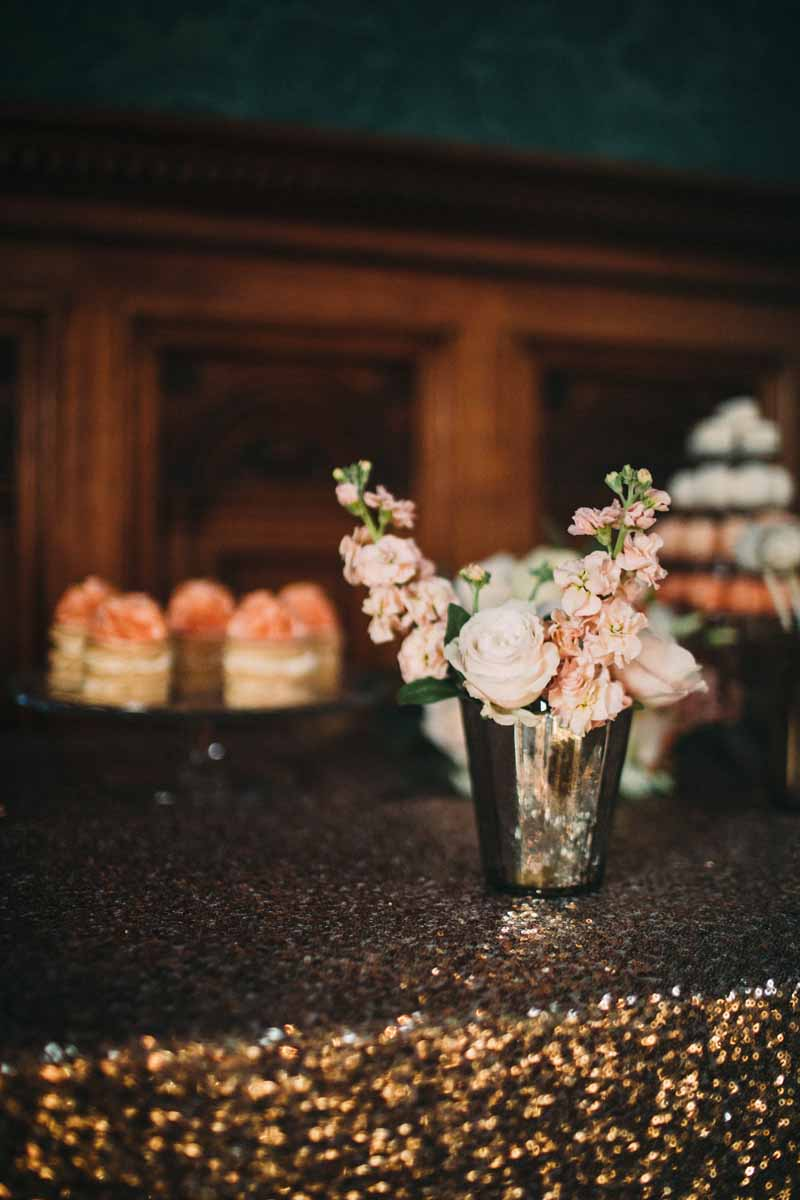 floral-decorations-for-wedding-dessert-tables