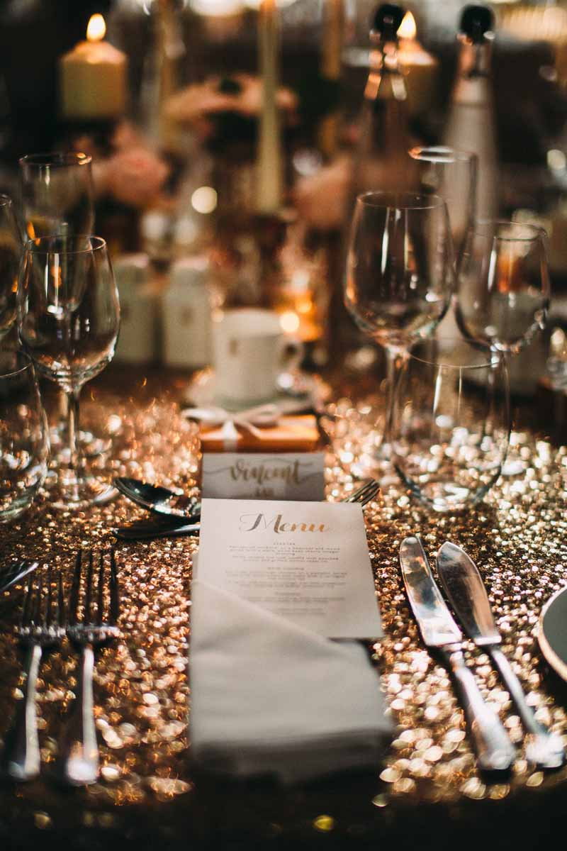 glitter-tablecloths-wedding-place-settings