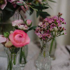 Tiny glass bud vases for elegant weddings (2)