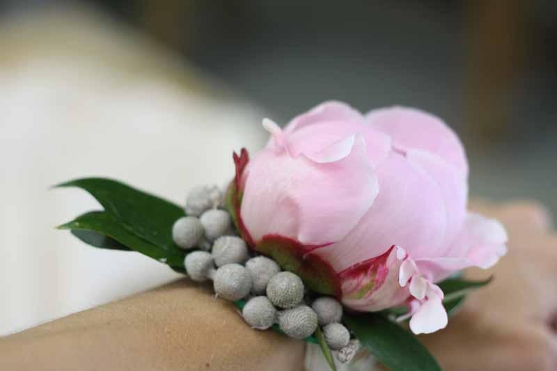 Peony wrist corsages learn how to make these with Passion for Flowers 1-2-1 Wedding Flower Class (2)