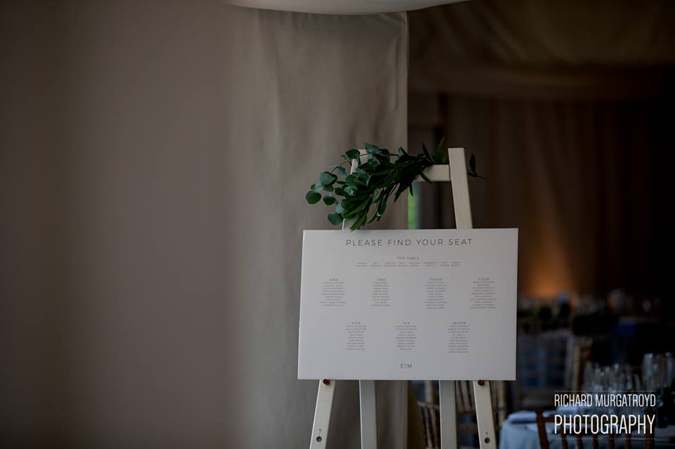 Table plan foliage and flowers by Passion for Flowers