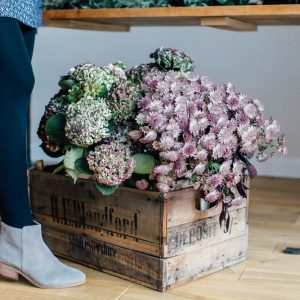How to make a christmas staircase garland Passion for Flowers 5