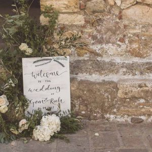 Welcome wedding sign whitewash with organic flowers