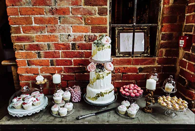 Shustoke Farm Barns wedding cake table