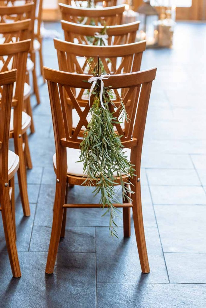 Foliage-chair-decoration-wedding-ceremony-Mythe-Barn