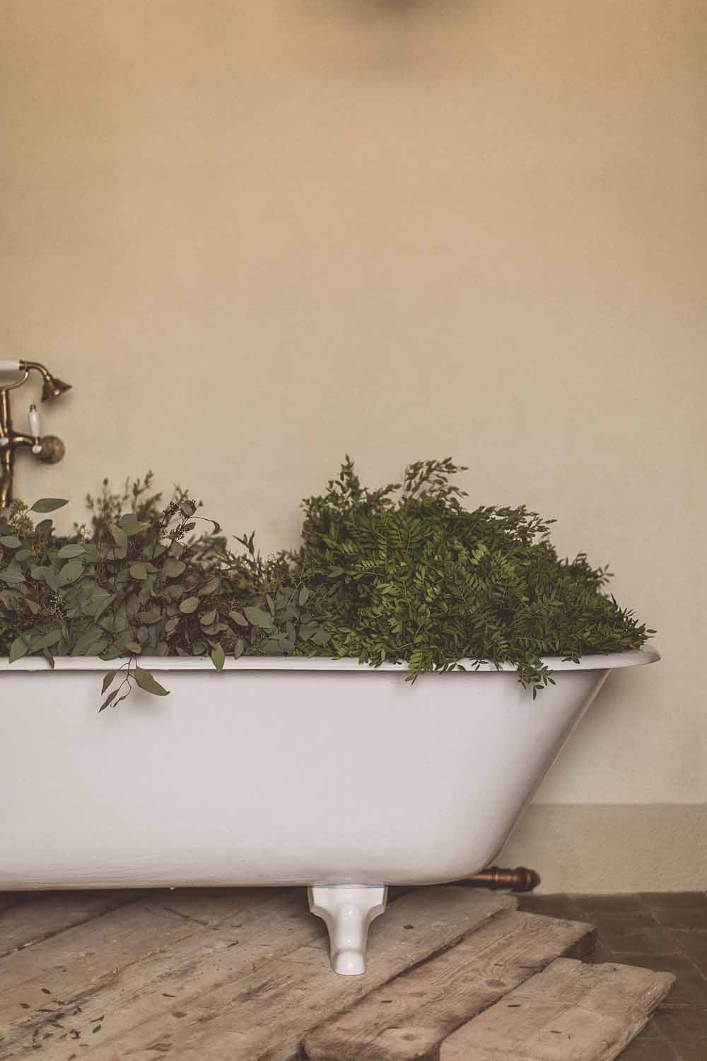 Locanda In Tuscany Passion for Flowers Destination Wedding Bath of Foliage