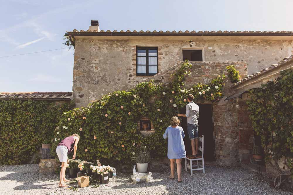Rustic Hilltop Wedding Flowers Tuscany Italy Passion for Flowers Destination Wedding - Flower Wall Preparations Locanda In Tuscany Karen Morgan Florist